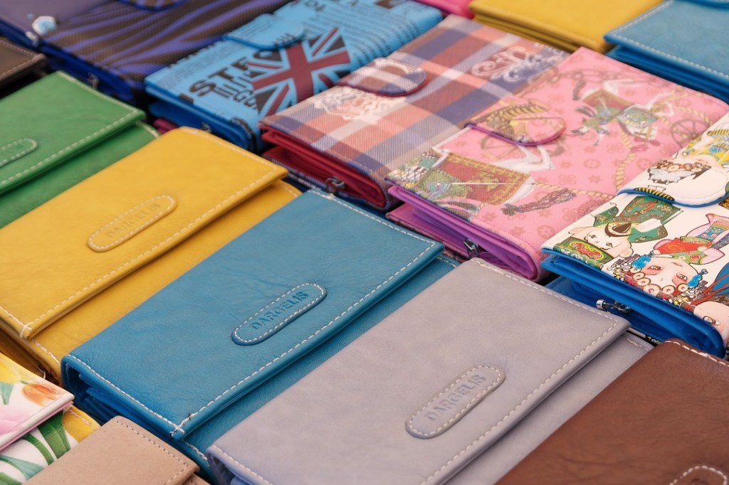 カラフルな財布