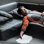 疲労中の男性
