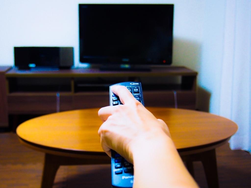 テレビを見る人