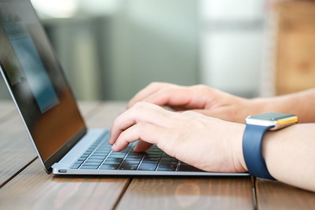 パソコンでブログを作る人