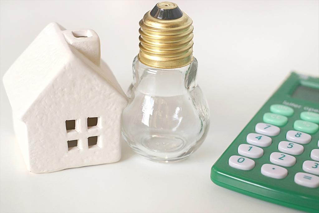 家と電球と電卓