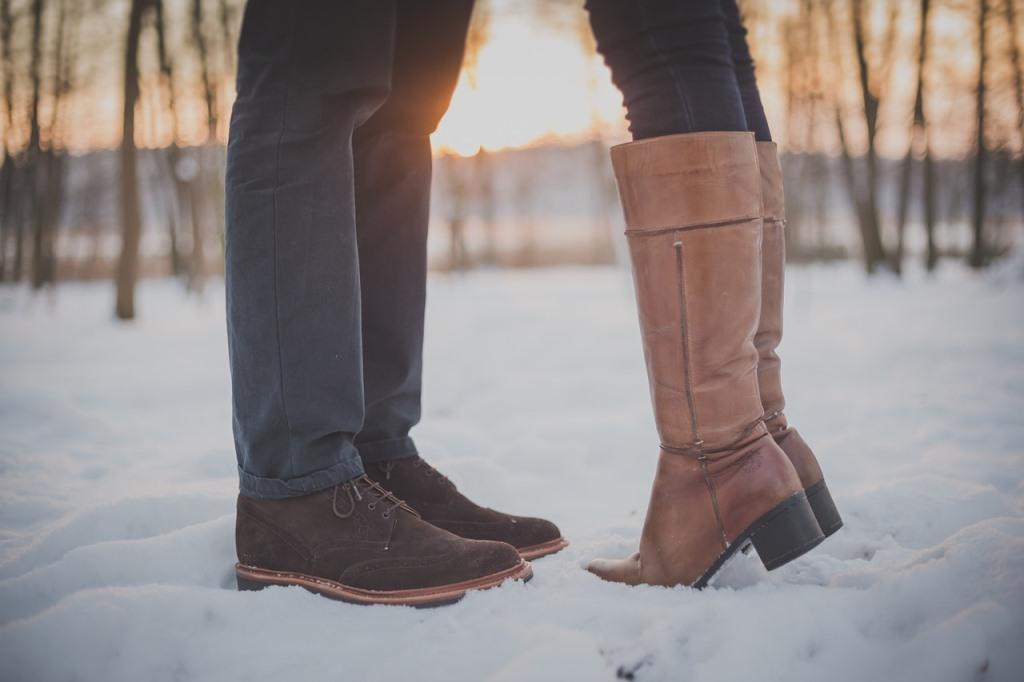 雪の中のカップル