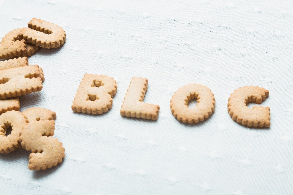 ブログと書かれたクッキー