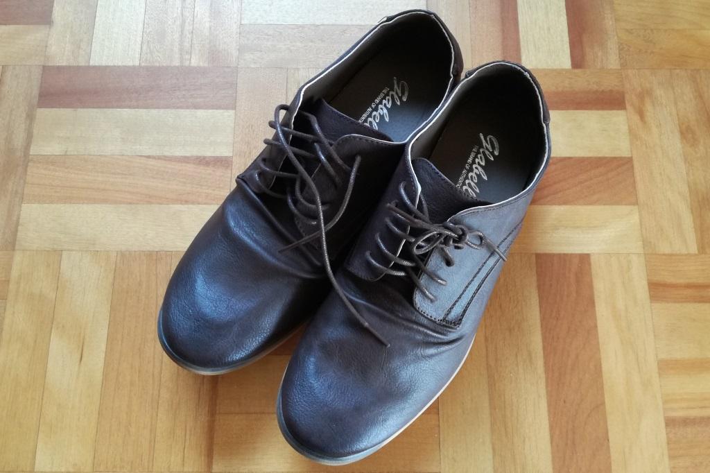 かかとの踏める靴