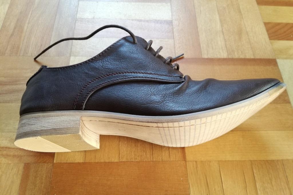 横から見た靴