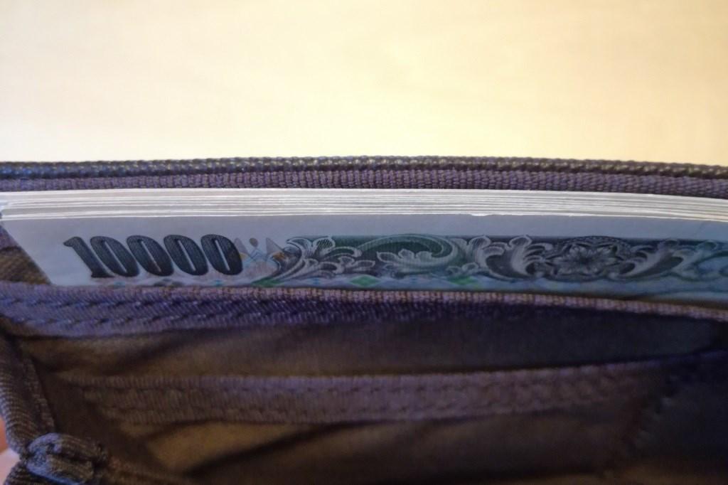 長財布のお札入れ