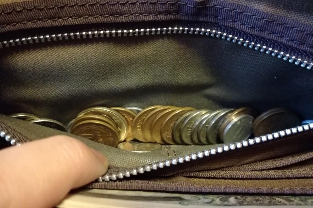 長財布の小銭入れ